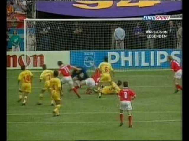 WM 1994 in den USA: Die Schweiz besiegt Rumänien mit 4:1 und zieht in die Achtelfinals ein.