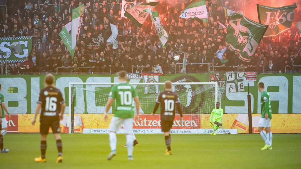 Im Kybunpark darf wieder gestanden werden – FC St.Gallen sucht Freiwillige