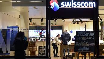 Mehr Lohn für die Swisscom-Mitarbeitenden: Angestellte mit einer guten Leistung bekommen ab April mindestens 0,9 Prozent mehr Lohn. (Themenbild)
