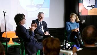 Angeregter Talk (v.l.): Moderator Jens Wachholz, Stadtpräsident Kurt Fluri und Filmtage-Direktorin Seraina Rohrer.
