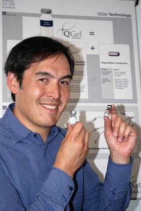 Das Lausanner Unternehmen QGel hat ein Gel weiter entwickelt, in dem Forscher das Wachstum von Tumorzellen beobachten und gezielt beeinflussen können. Für die Beobachtung der Zellen bedient sich das Unternehmen modernster 3D-Mikroskopie und automatischer Bildanalyse. So kann die Wirkung verschiedener Medikamente an hunderttausende von Zellen gleichzeitig untersucht werden.