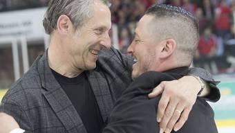 Trennung in Freundschaft: Langenthals Präsident Stephan Anliker herzt Trainer Jason O'Leary (rechts) nach dem Gewinn des NLB-Meistertitels Anfang April