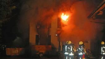 Als der Brand ausbrach in diesem Haus im Weiler Kalthäusern in Amlikon-Bissegg, war es unbewohnt. Trotz Vollbrand wurde deshalb niemand durch Feuer und Rauch verletzt.