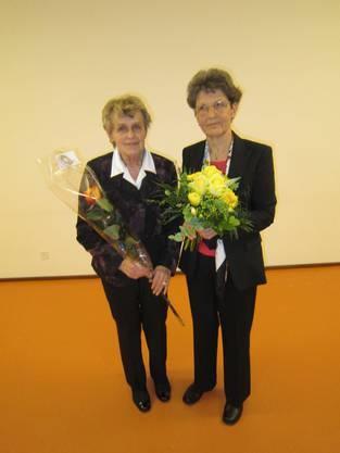v.l. Unseren Jubilarinnen Charlotte Bachmann und Beatrice Müller wurden für 20 Jahre Sängertätigkeit geehrt.