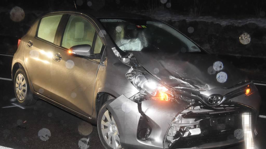 Auto prallt in Gegenverkehr – vier Verletzte