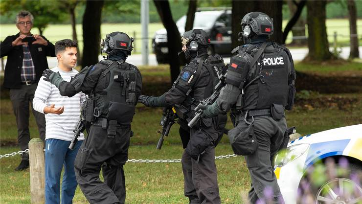 Sondereinheit der neuseeländischen Polizei sichern die Gegend rund um die Masjid-Al-Noor Moschee an der Deans Avenue. Martin Hunter/EPA/Keystone