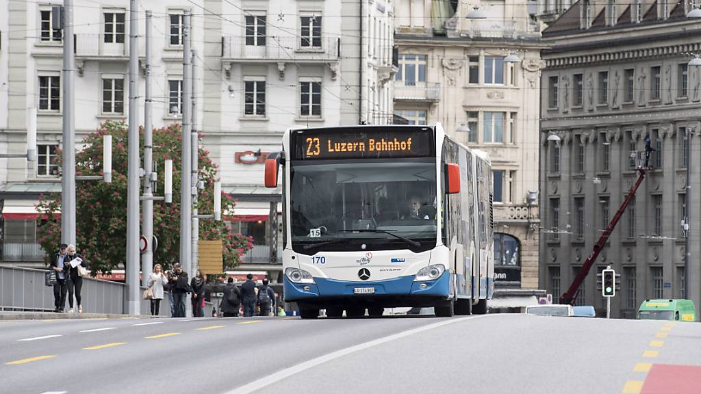 Die Buchhaltung der VBL - hier ein Bus auf der Seebrücke - wird Thema in der GPK des Stadtparlaments. (Archivbild)