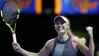 Caroline Wozniacki jubelt. Sie steht an den WTA-Finals in Singapur im Final