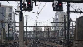 Nicht nur die Eisenbahner streikten auch am Freitag. Im Bild der Bahnhof Montparnasse in Paris.