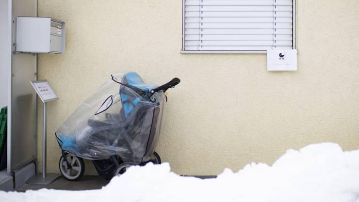 Ein sieben Monate altes Baby ist in Russland in einem Kinderwagen erfroren, den die Eltern auf den Balkon ihrer Wohnung gestellt hatten. (Symbolbild)