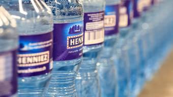 Bei der Nestlé-Tochter Henniez bestehen die Flaschen neu zu 75 Prozent aus recyceltem PET.