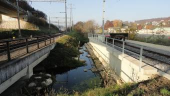 Die Rampe für das neue Auszugsgleis (r.) engt das Durchlassprofil des Süssbachs ein.