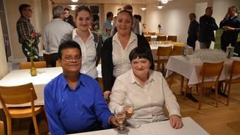 Das Wirtepaar Mohammad und Regine Mizu mit den Serviceangestellten Monika Glausner und Doris Lüthy (stehend von links).