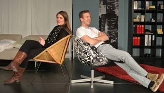 Mail-Beziehung: Emmi (Janine Frey) und Leo (Leonardo Glutz). zvg