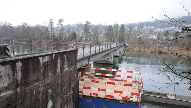 Die Aarebrücke zwischen Aarau Rohr und Biberstein ist ab 31.Januar für zwei Wochen gesperrt. Toni Widmer