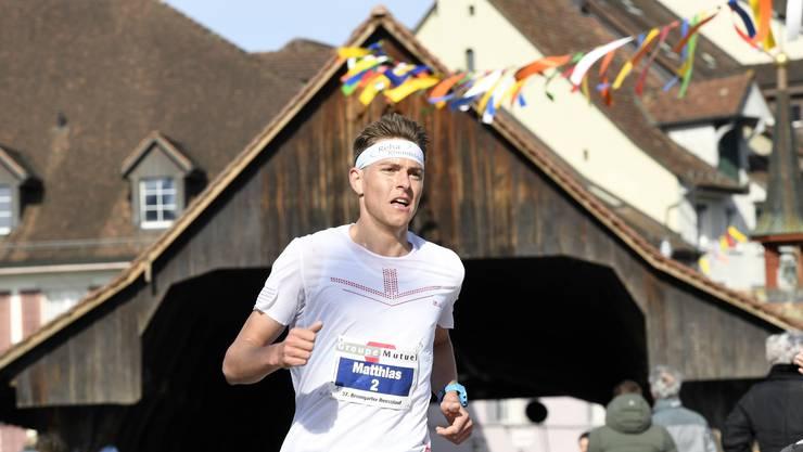 Der OL-Läufer Matthias Kyburz siegte am Reusslauf in Bremgarten souverän.