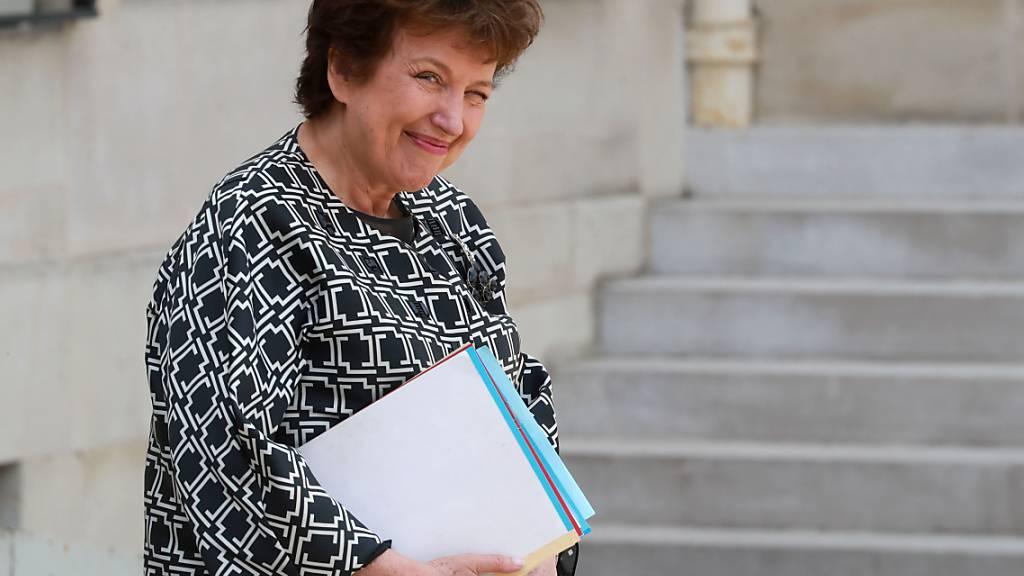 Roselyne Bachelot, französische Kulturministerin, reist nach der wöchentlichen Kabinettssitzung im Pariser Elysee-Palast ab. Foto: Ludovic Marin/AFP/dpa