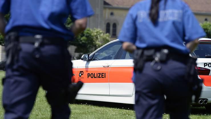 Eine junge Mutter in Bülach ZH ist wegen Mordverdachtes an ihrem vierjährigen Sohn verhaftet worden.(Symbolbild)