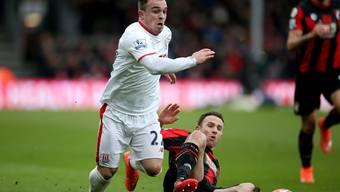 Xherdan Shaqiri gegen Bournemouth's Marc Pugh.