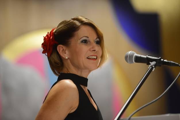 Graziella Wohlhauser, Mitglied des Stadtorchesters, bedankt sich für den Preis