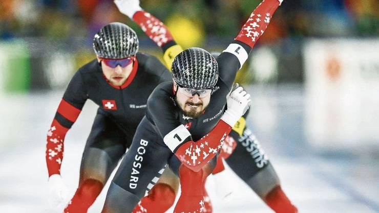 Drei Männer für einen historischen Sieg: Oliver Grob (vorne), Christian Oberbichler (links) und Livio Wenger (verdeckt) sprinteten im holländischen Heerenveen zur EM-Bronzemedaille. Damit haben sie Schweizer Sportgeschichte geschrieben.