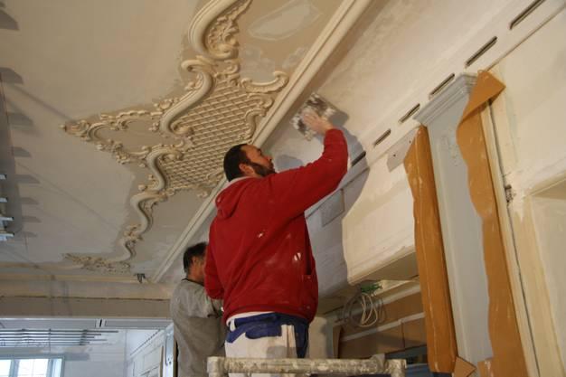 Im Moment wird der Kronen-Saal nicht für die Fasnacht dekoriert, sondern für Neueröffnung aufgefrischt.