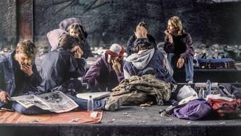 Dreck, Elend, Verwahrlosung: Die Stadt Zürich war komplett überfordert mit denZuständen am Letten. Mitten in der Stadt hatte sich hier eine der grössten offenen Drogenszenen Europas eingerichtet. Die Folgen spürte man auch im Limmattal. Martin Ruetschi/KEY