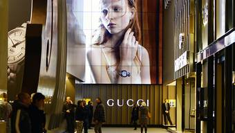 Der Luxusgüterkonzern Gucci ist wegen des Verdachts auf Steuerhinterziehung ins Visier der italienischen Justiz geraten. (Archiv)