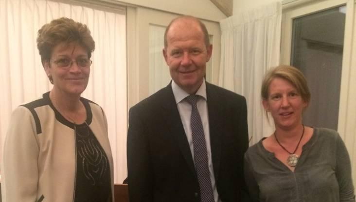 Referent Valentin Vogt mit Silvia Steiner, Regierungsratskandidatin CVP (l), und Mirjam Umbricht, CVP Kantonsrats-Kandidatin