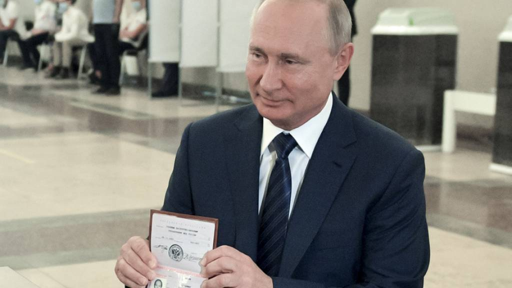 Wladimir Putin am Mittwoch in Moskau bei der Stimmabgabe.