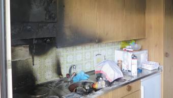 Der Brand ereignete sich in einem Mehrfamilienhaus an der Schützenstrasse.