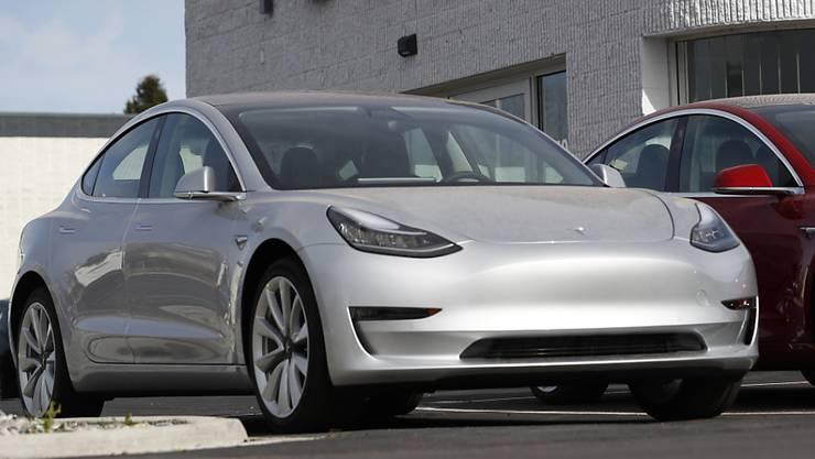 Tesla verfehlte die Produktionsziele für seinen wichtigen Elektrowagen Model 3 deutlich. (Archivbild)