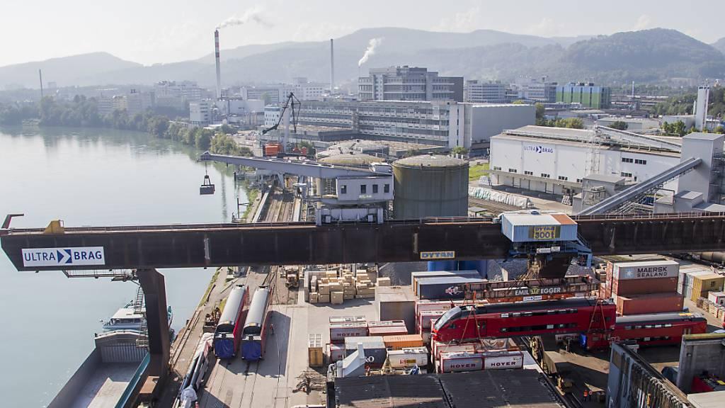 Schweizer Exporte erholen sich im Juli weiter