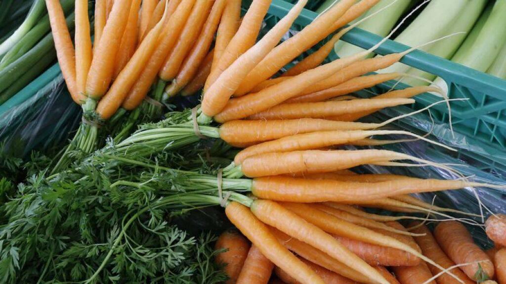 Sie sind und bleiben das Lieblingsgemüse der Schweiz: Fast neun Kilo Rüebli wurden 2020 pro Kopf vertilgt.