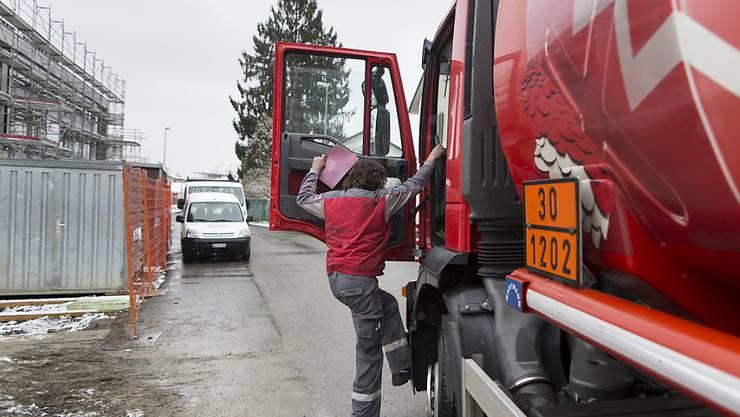 Im Dezember sind die Grosshandelspreise gestiegen, weil Heizöl und andere Mineralölprodukte wieder teurer geworden sind. (Symbolbild)