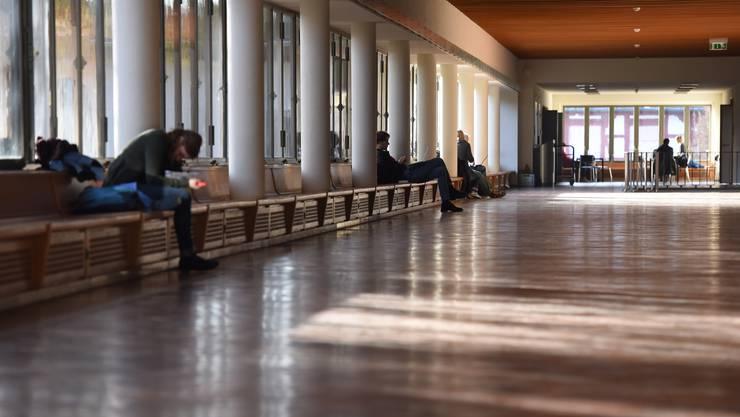 Die Gänge leeren sich. An der Uni Basel wird ein Rückgang der Studierendenzahlen (heute 12 673 Immatrikulierte) erwartet. (Symbolbild)