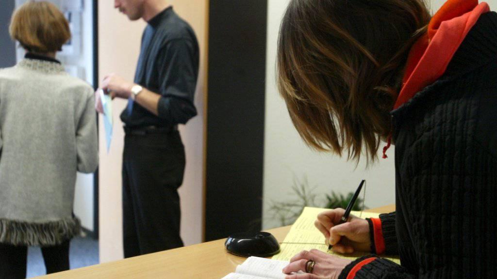 Junge Arbeitssuchende sind in den Regionalen Arbeitsvermittlungszentren (RAV) deutlich seltener anzutreffen als noch im Vorjahr.