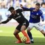 Chelseas Reece James (links) kämpft gegen Harvey Barnes von Leicester City