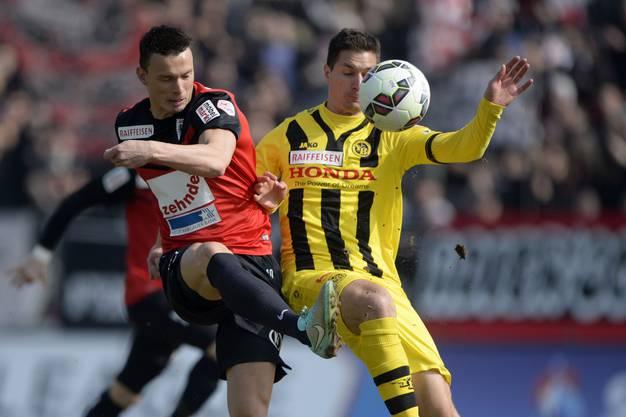 Petar Sliskovic im Duell mit YBs Milan Vilotic.