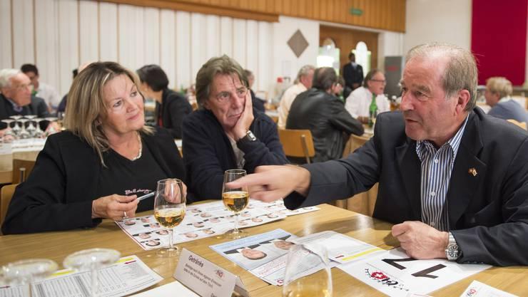 Vor vier Jahren trat Maximilian Reimann (rechts) als SVP-Kandidat bei Anlässen wie hier bei «Perspective CH» auf – in diesem Jahr kandidiert er auf der Seniorenliste «Team 65+» und will Veranstaltungen der Volkspartei meiden.