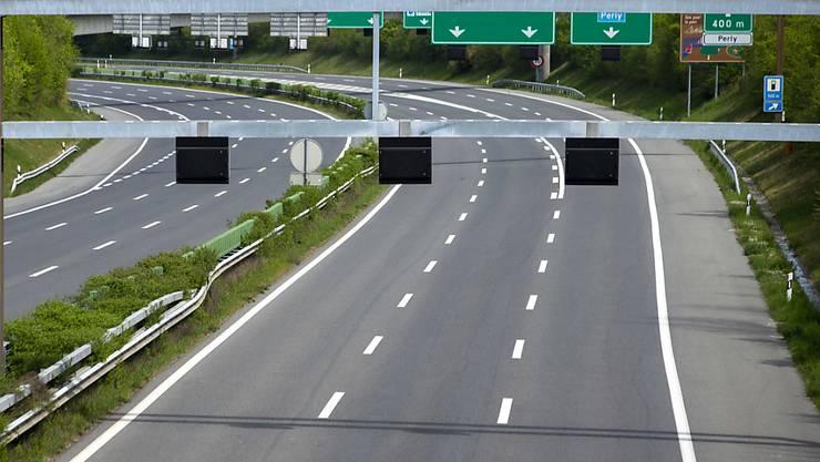 Leere Autobahnen führten auch in der Schweiz dazu, dass das seismische Hintergrundrauschen leiser wurde und dadurch Messstationen sehr schwache Erdbeben erfassen konnten.