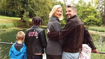 Familie Häseli aus Schönenwerd im Ballypark – nach der Aufnahme von zwei Kindern aus Eritrea neu zu fünft.