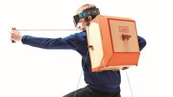 Der Roboter-Anzug überträgt die Bewegungen des Spielers auf den Bildschirm.
