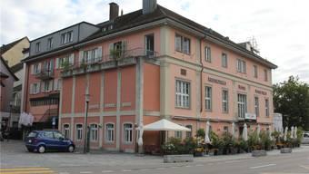 Hotel, Restaurant, Bar: Für Kauf und Modernisierung der ganzen Liegenschaft rechnet die Stiftung Rotes Haus Brugg mit mehreren Millionen Franken. Cm