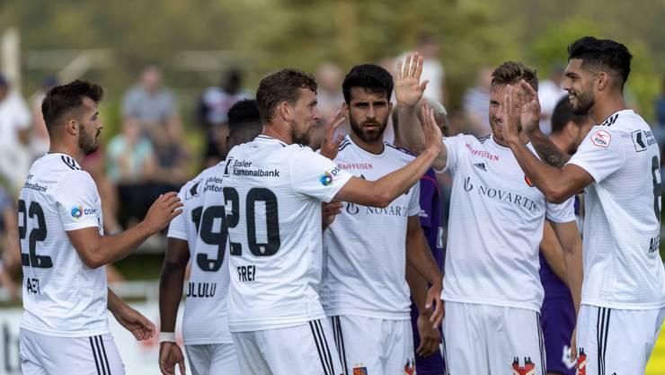 Der FC Basel bejubelt das 2:0 durch Fabian Frei - und am Ende nach Toren von Albian Ajeti, Frei, Blas Riveros und Kemal Ademi auch den vierten Sieg im vierten Test.