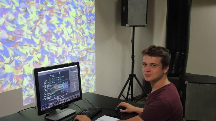 Im Rahmen seiner Maturaarbeit erstellt Andrin Rehmann ein eigenes Programm.