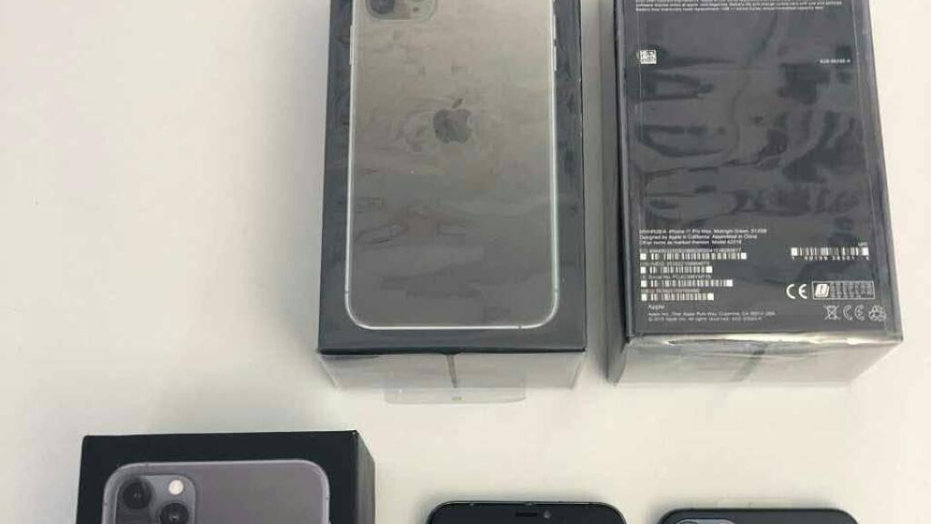 Die von der Freiburger Polizei beschlagnahmten Smartphones sehen täuschend echt aus.