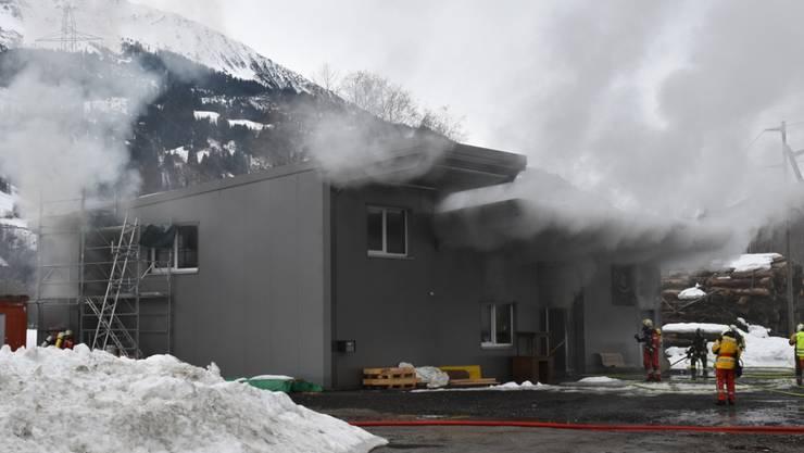 Der Brand in der Eventhalle in Rabius hat zu grossem Sachschaden geführt.
