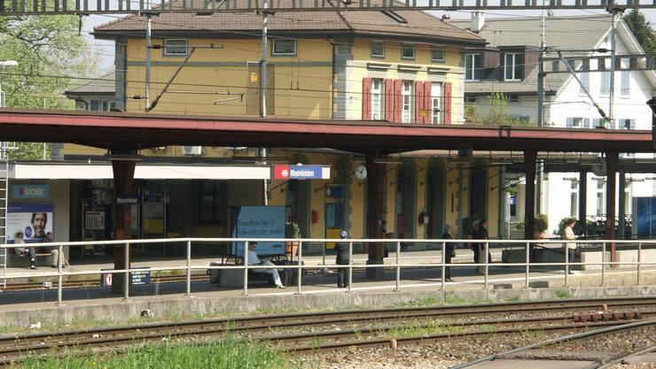 Der Rheinfelder Bahnhof bekommt am 23. Juli 2019 als erster im Aargau die neuen Nichtraucher-Zonen. (Archiv)