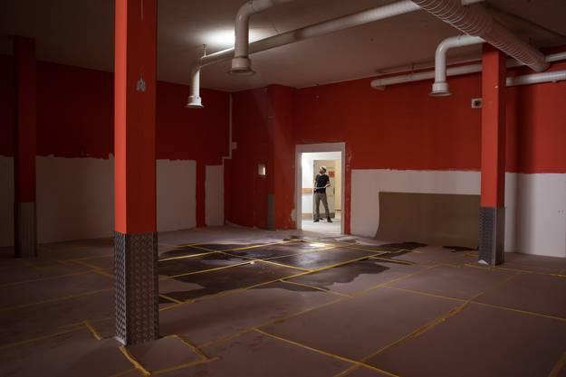 In die Böden und Decken des Gebäudes wurden Medizinball grosse Löcher gemacht